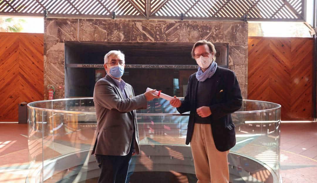 El Auditorio Alfredo Kraus entrega a la Casa de Galicia la recaudación obtenida en el concierto solidario 'Villancicos del Mundo'