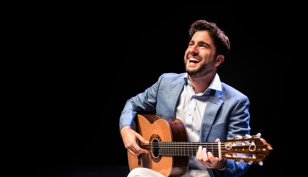 Imagen noticia - El guitarrista Rafael Aguirre, este viernes en el Auditorio Alfredo Kraus dentro del ciclo 'Maestros en Guitarra 2021'